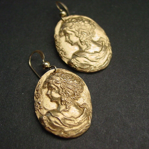 Vis à Vis Jewelry Aphrodite Earrings - Not Only Bags