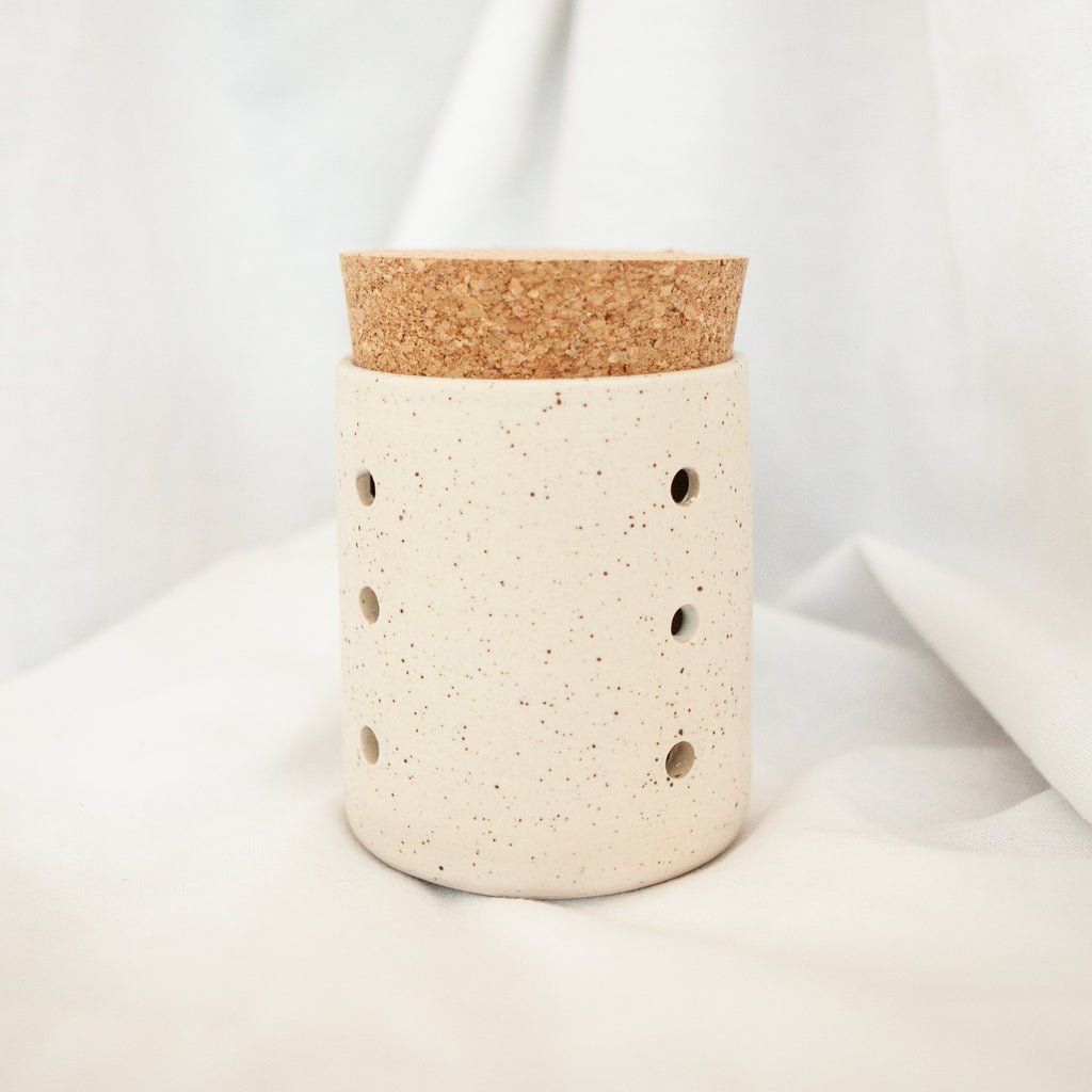 Speckled Ceramic Garlic Jar - Apt. F x Tellefsen Atelier