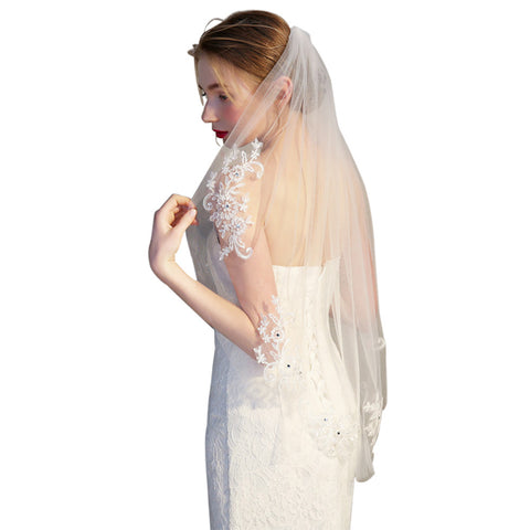 Simple and Elegent Crystal Beaded Short Bridal Veils with Lace Appliques (Off-White)