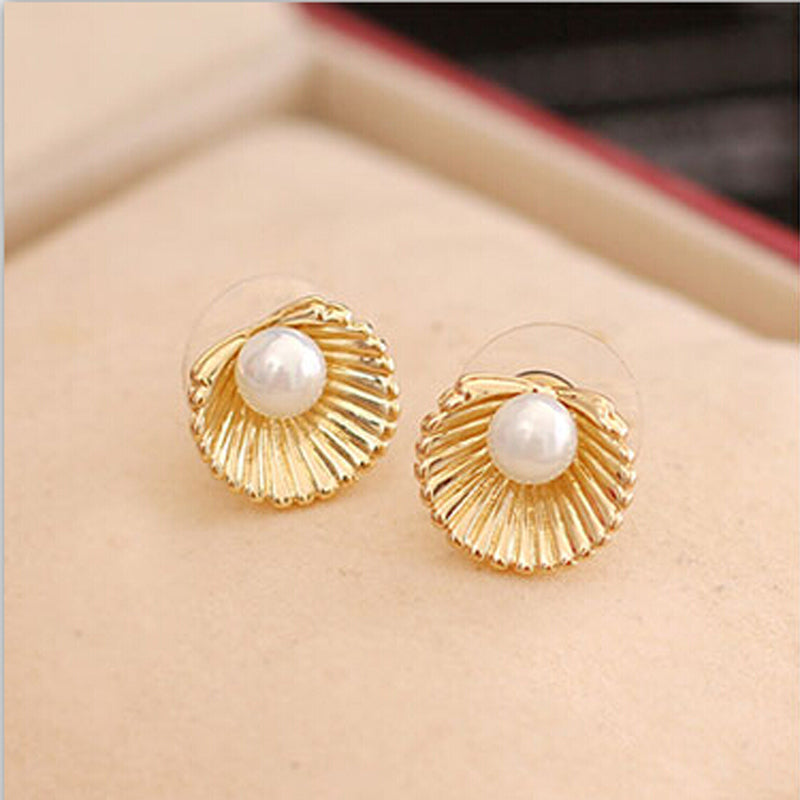 Newest Design Wholesale Jewelry Top Quality Shell Shape With Pearl Stud Earrings For Women e035