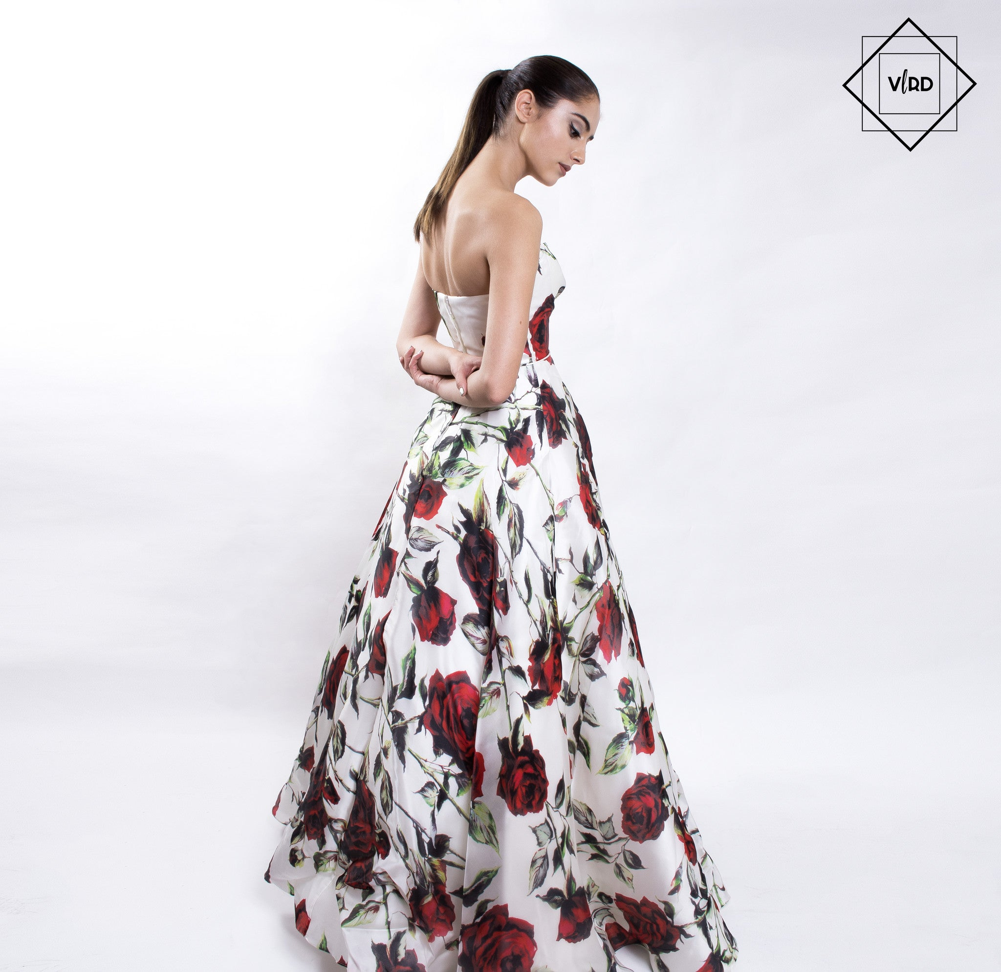 SHERRI HILL STRAPLESS FLOREADO