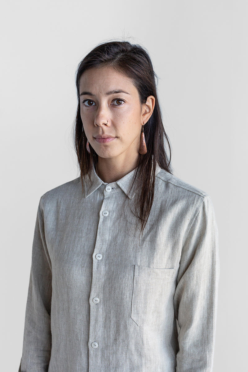 Manyana Unisex Shirt Linen Espadin Oatmeal Look Book Female Front Detail