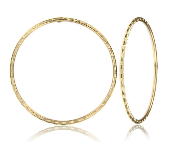 feathered 14k yellow gold bangle