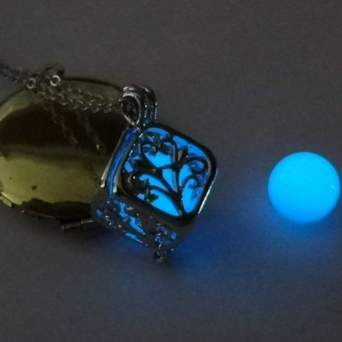 "COLLIER ""ARBRE DE VIE "" PHOSPHORESCENT"