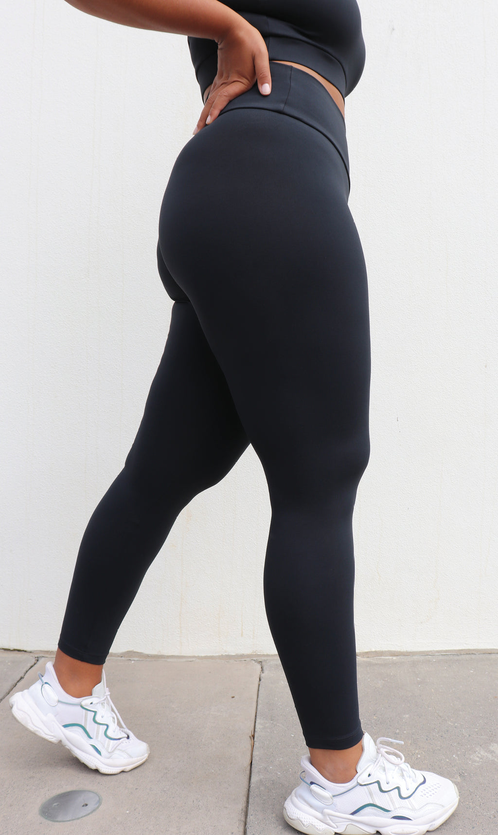 Side View: Girl in midnight body contouring 2.0 ultra high waist leggings & matching bra