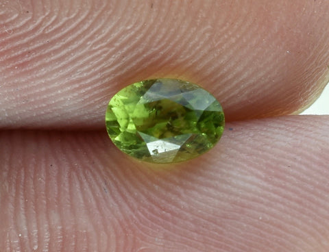 Demantoid Garnet - Oval Cut - 6x4mm - 0.8 Cts