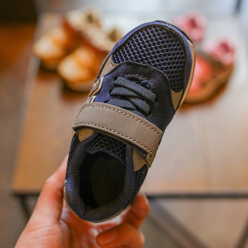 Sporty Sneaker Shoes With Velcro