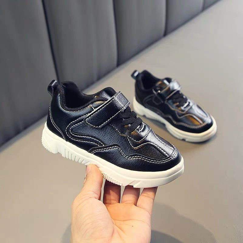 Sporty Sneakers With Velcro Strap
