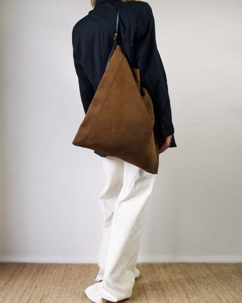 SLOUCH POUCH, TOBACCO SUEDE