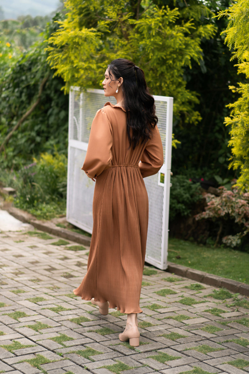 maxi dress pleates