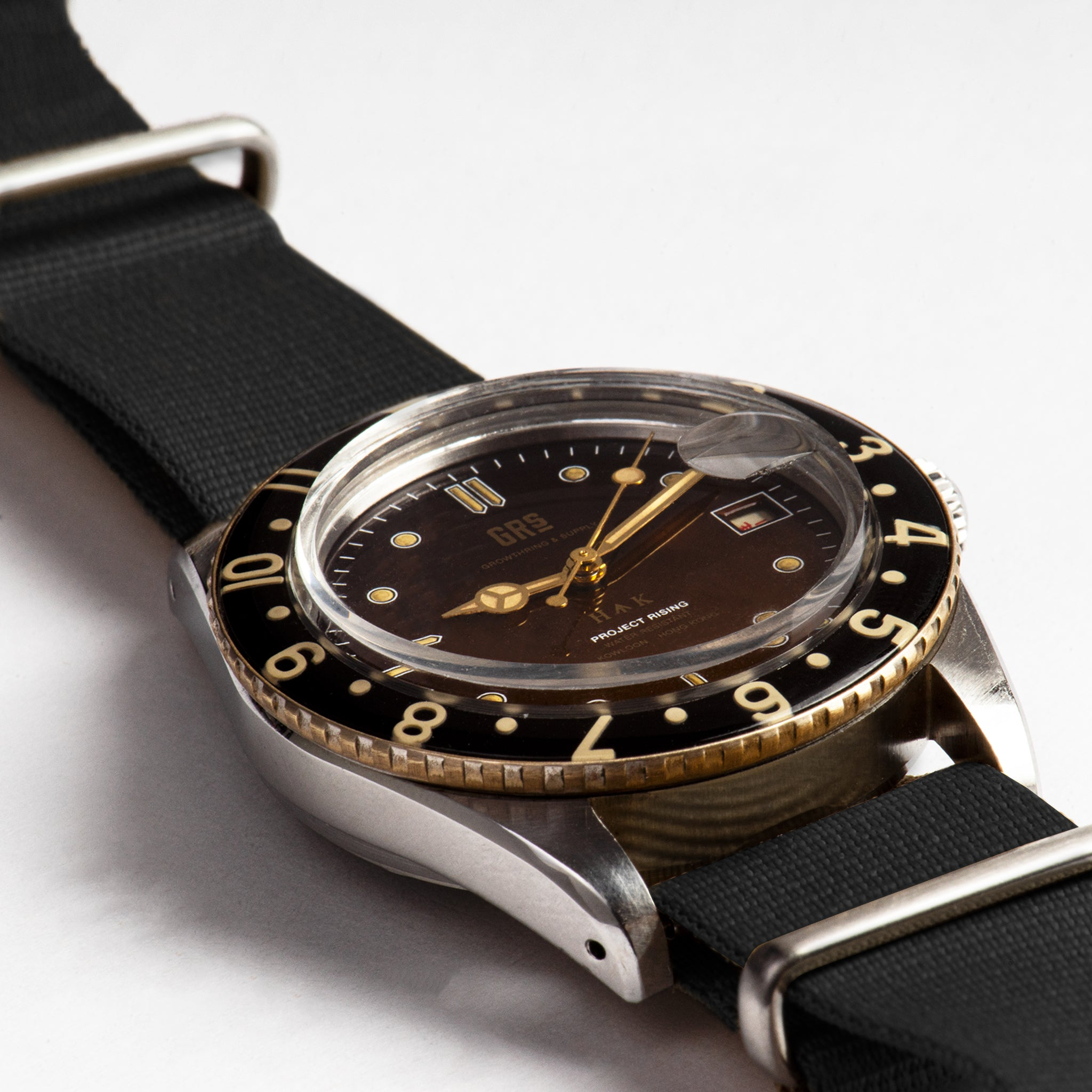 "GRS x WMT PANTON ""GRS H↑K 1959"" Limited Edition With Black NATO Strap"