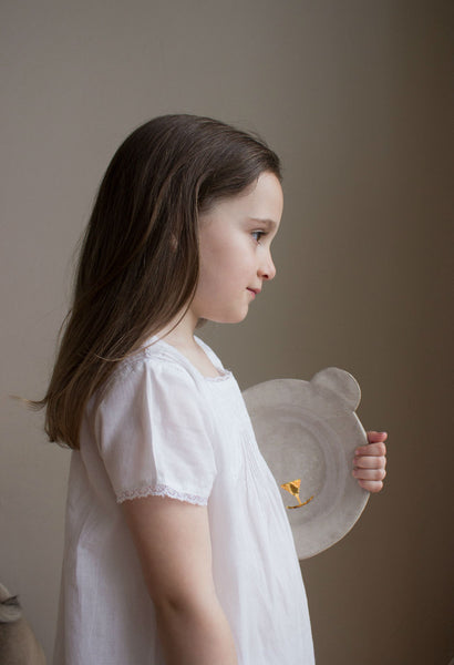 Clay plate for kids with golden glimmers. Shaped like a bear's head. Sabellar and Bonjour. Model in a white dress