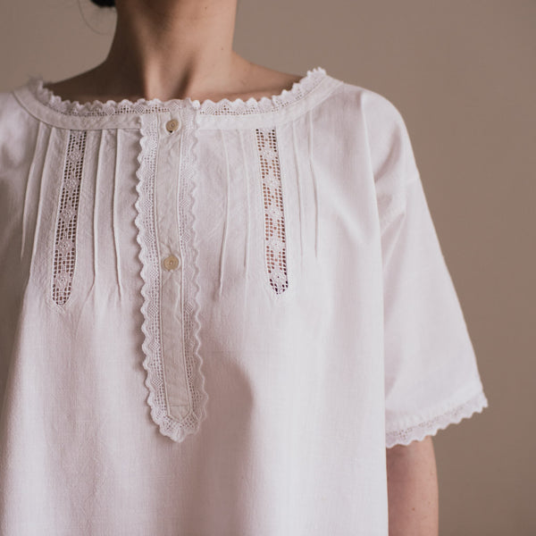Embroidered cotton vintage dress. detail from the front