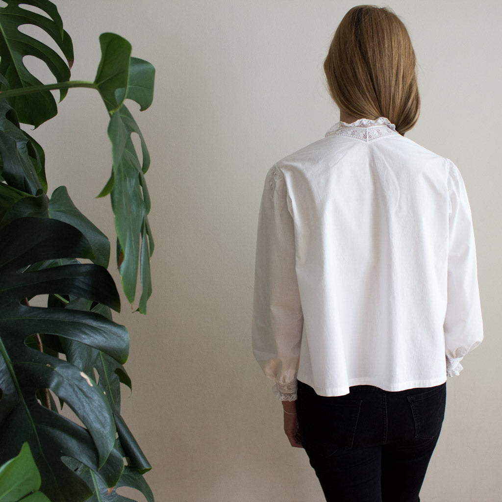 Old cotton vintage blouse, antique from Mallorca. Back