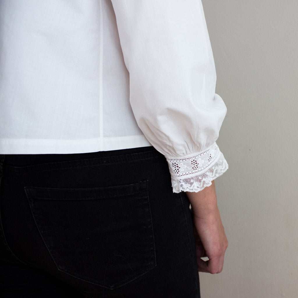 Old cotton vintage blouse, antique from Mallorca. Detail. Cuffs.
