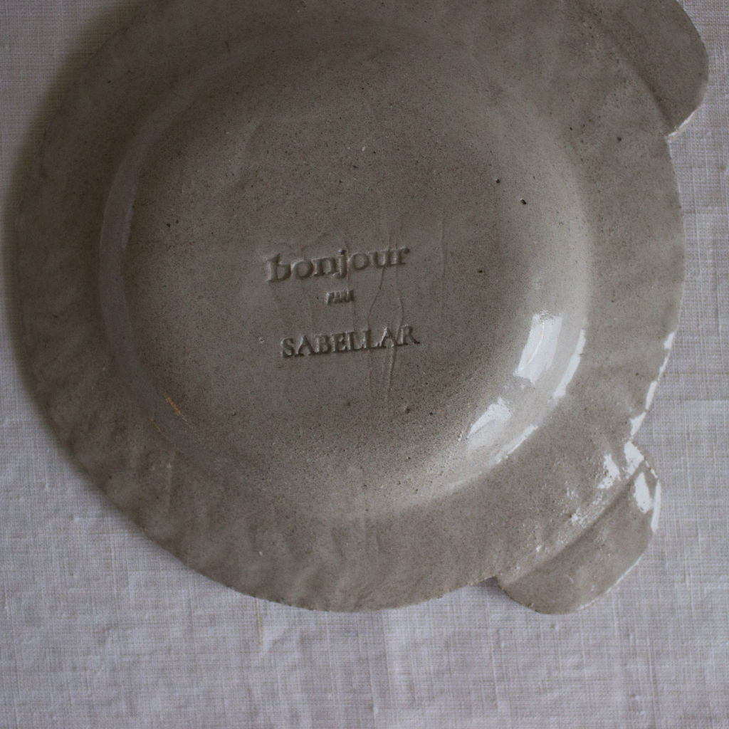 Back of the clay plate with Sabellar and Bonjour logos