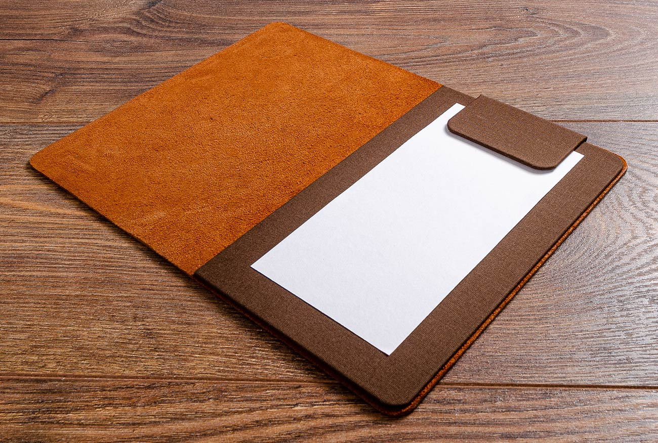 The inner cover of the leather bill fold consists of a sturdy 2mm board is covered in book cloth and has a magnetic flap to hold the bill in place.