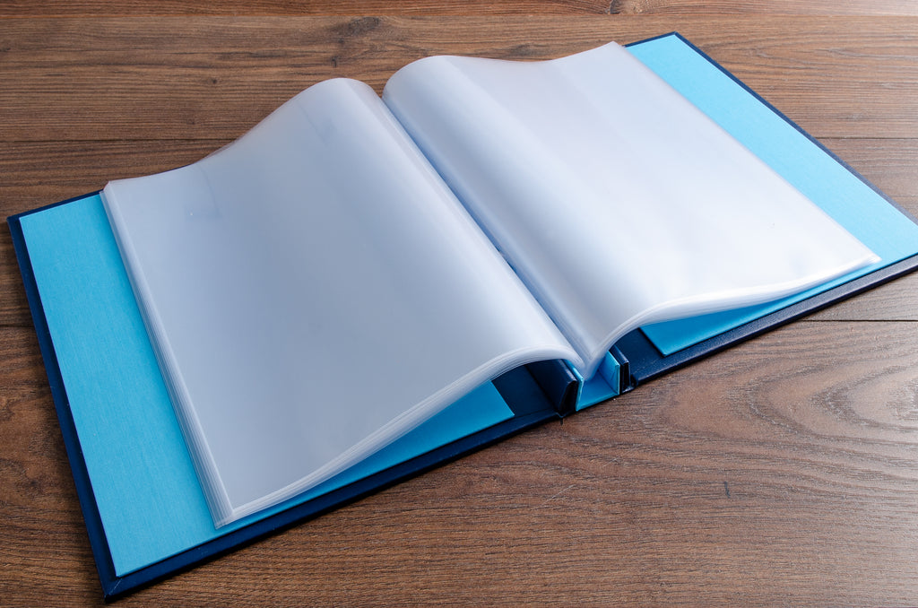 The portfolio has a A4 polypropylene page protectors inserted