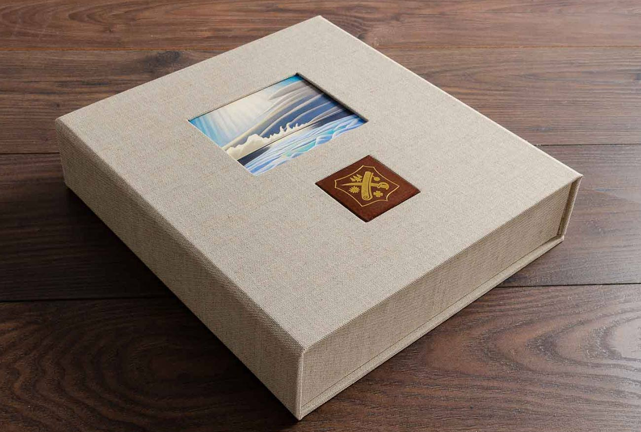 Clamshell presentation box in Natural Linen