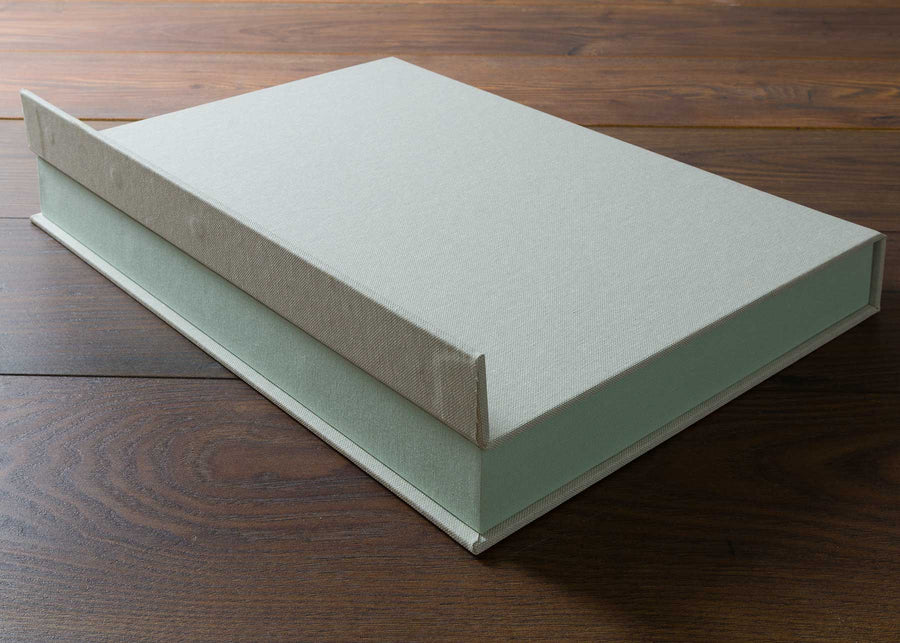 A Half Clamshell Box consists of single tray and a wrapping outer cover.