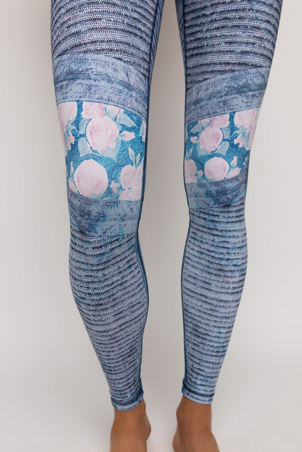 "Squat-proof tights in ""Blue Drifter"" print - last size: XS"