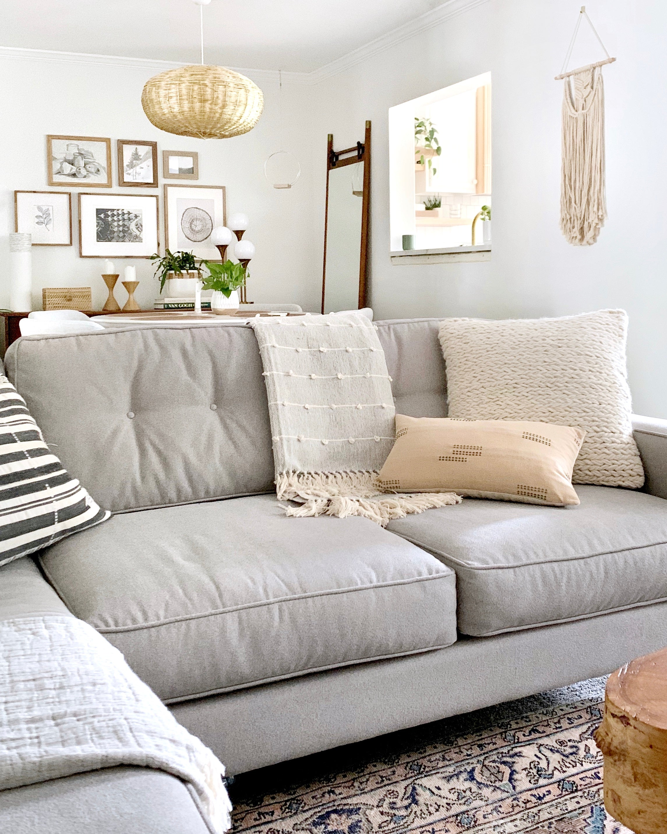 5 Ways to Style a Throw Blanket on a Sofa