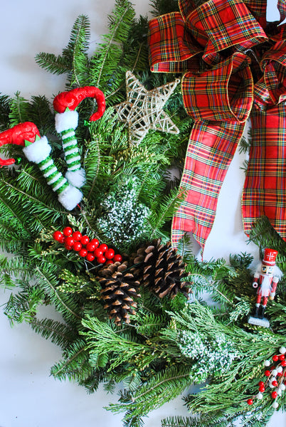 DIY How to Decorate a Christmas Wreath
