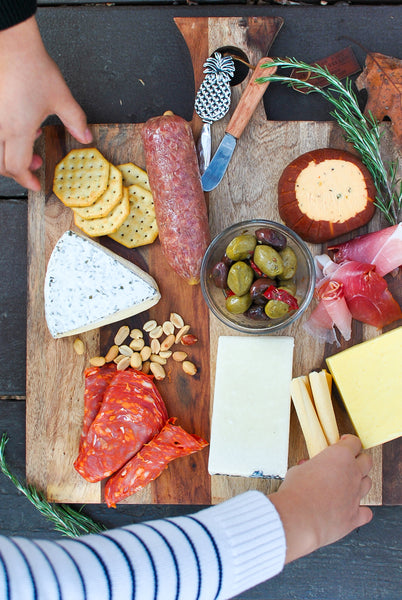How to Make a Cheese Board with Pictures