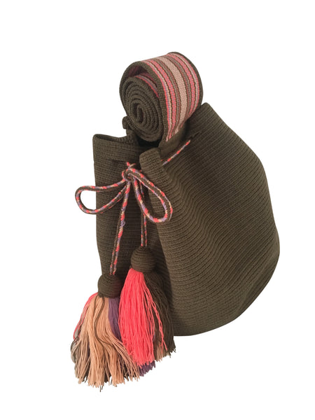 Side angle image of dos hebra Wayuu mochila purse, drawstring crossbody bag with tassels - solid jungle green mochila with base color design in peach, pink and purple