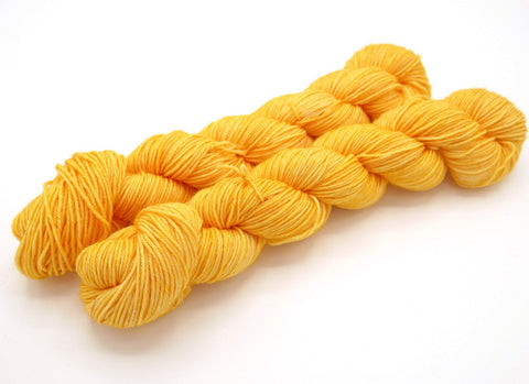 Cantaloupe, 50 gr, Superwash Merino Wool, Hand Dyed Yarn, Sock Yarn - In Stock