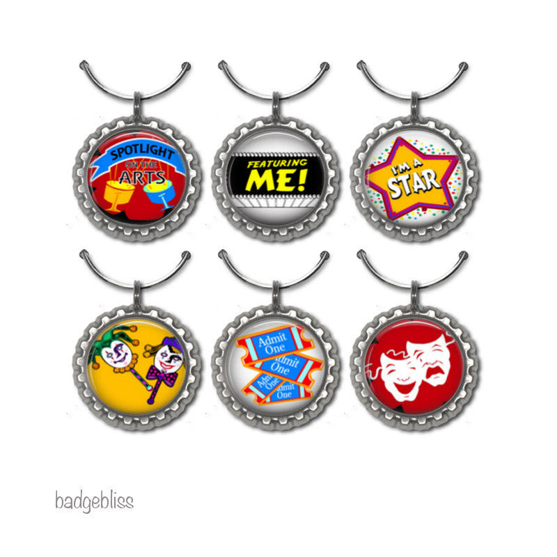 Wine glass charms Showtime - badge-bliss