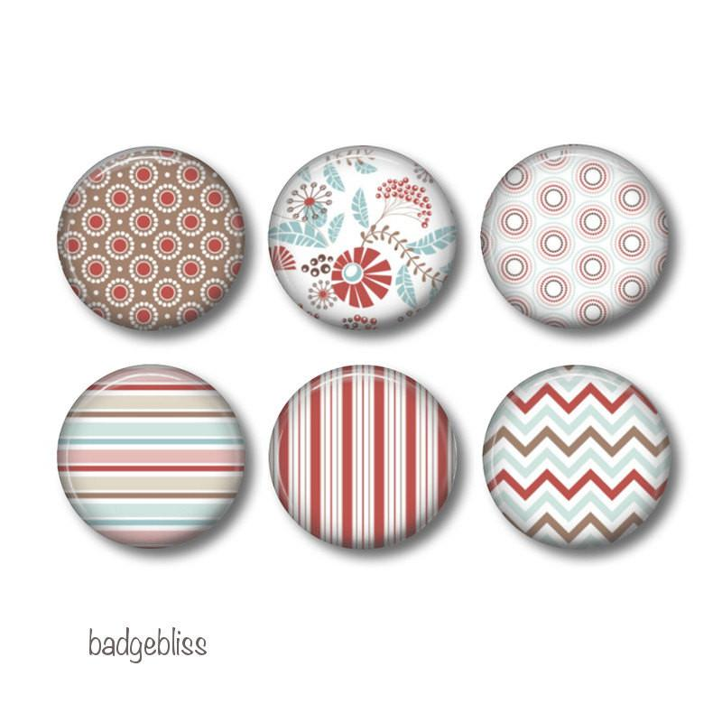 Blue and red badges or fridge magnets - badge-bliss