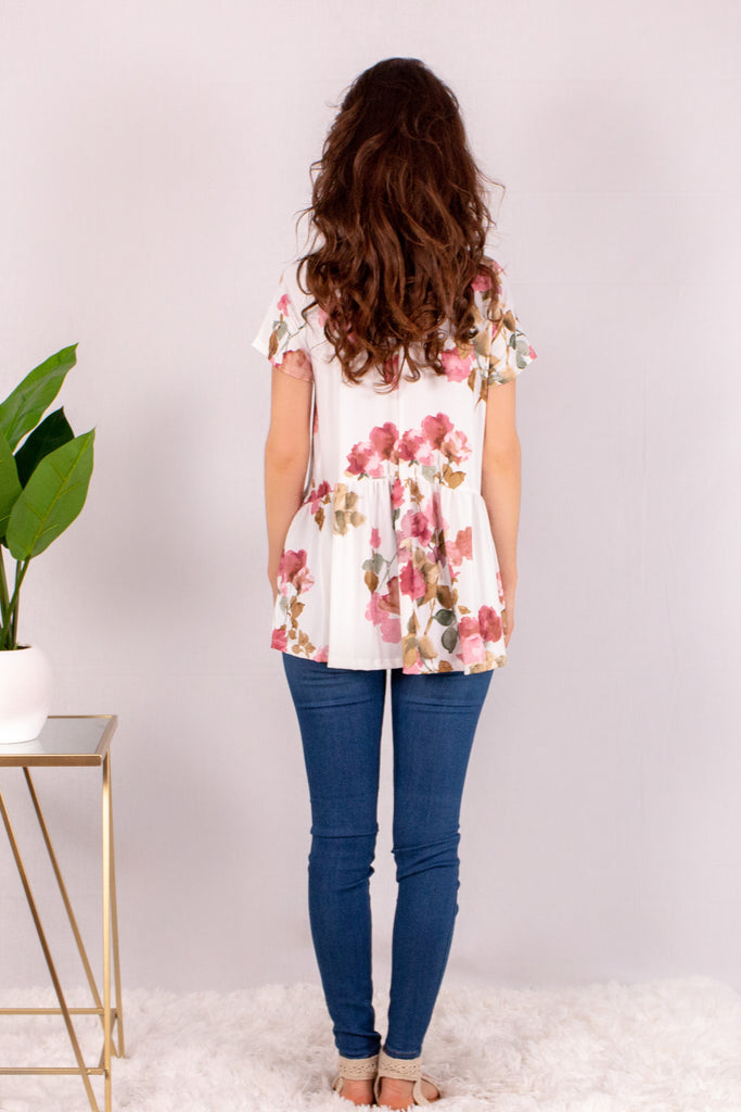Cream/Floral Short Sleeve Swing Peplum Top with Skinny Jeans Back View
