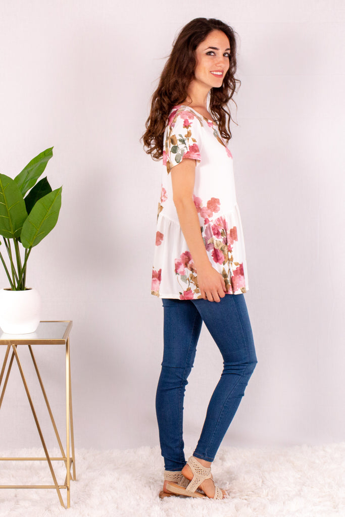 Cream/Floral Short Sleeve Swing Peplum Top with Skinny Jeans Side Right View
