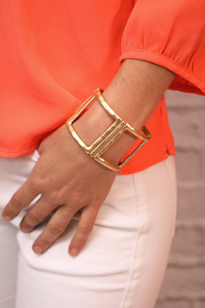 Oversized Square Link Stretch Bracelet Gold with Hammered Detail and Brushed Finish