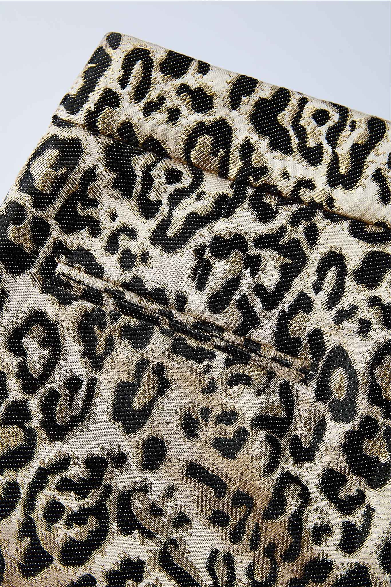 Leopard-jacquard shorts with pockets