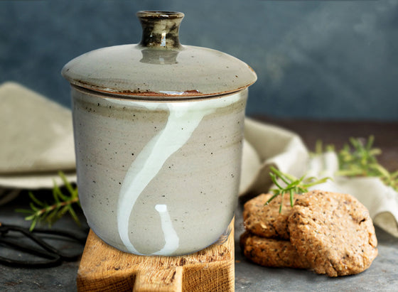 Traditional Ceramic Cookie Jar with Lid