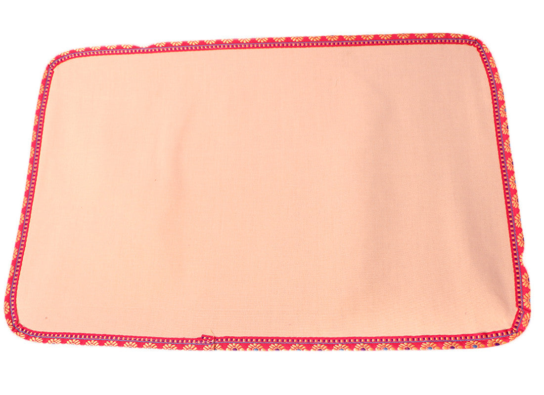 jute mats with pink piping looks attractive