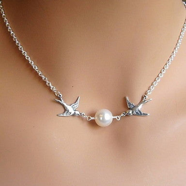Pair Of birds Pearl Pendant Necklace