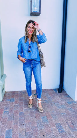 Girl wearing a chambray shirt and skinny denim jeans with espadrilles.