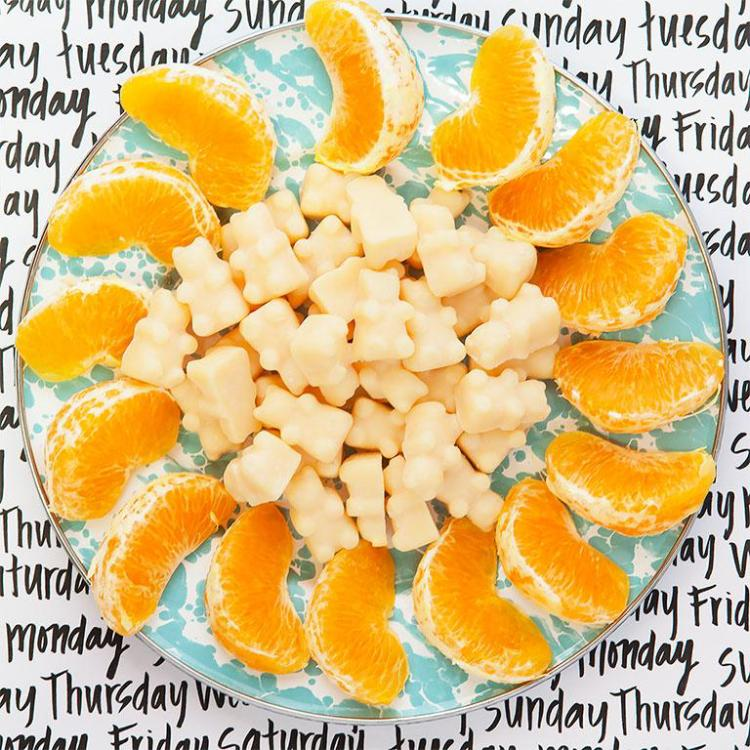 Happy Wax - Citron Mandarin Wax Melts - 8 Oz. Half Pounder Pouch - All Happy Wax scented wax melts are made with 100% all natural soy wax and are infused with essential oils. Perfect for using with your electric wax melt, cube, or tart warmer to deliver flame-free home fragrance! Adorable bear shapes make mixing and melting scented wax melts a breeze!