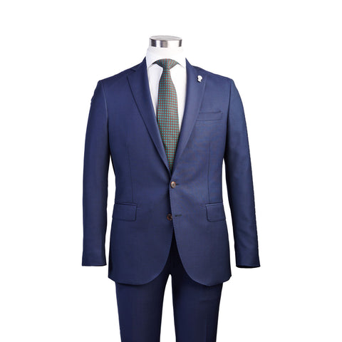 subtle shaping throughout lapel and waist