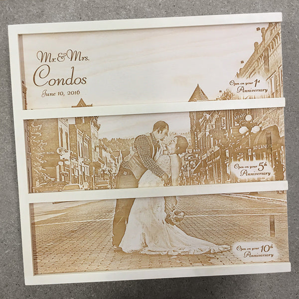 couple kissing in street - Photo Anniversary Wine Box