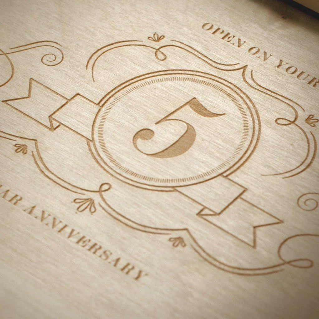 Charming Trio Wedding Wine Box - Detail Image 3