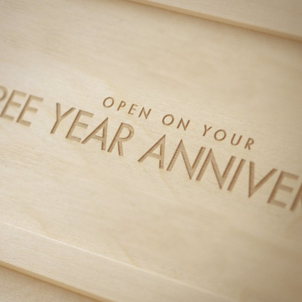 Classic Trio - Anniversary Wine Box - by WineforaWedding - Detail Image 1