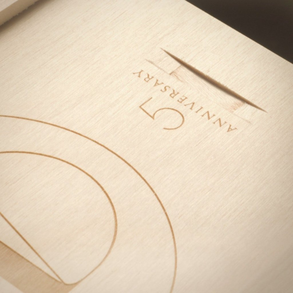 Eat Drink & Be Married Anniversary Wine Box - Detail 2