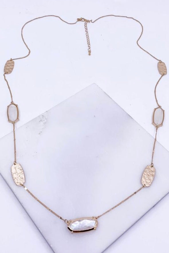 MOTHER OF PEARL GOLD PENDANT NECKLACE