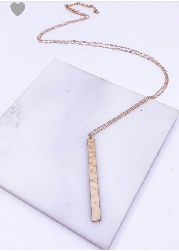HAMMERED PENDANT WORN GOLD NECKLACE