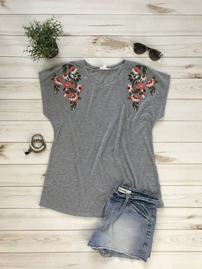 TRUE ROMANCE HEATHER GREY FLORAL EMBROIDERED TEE