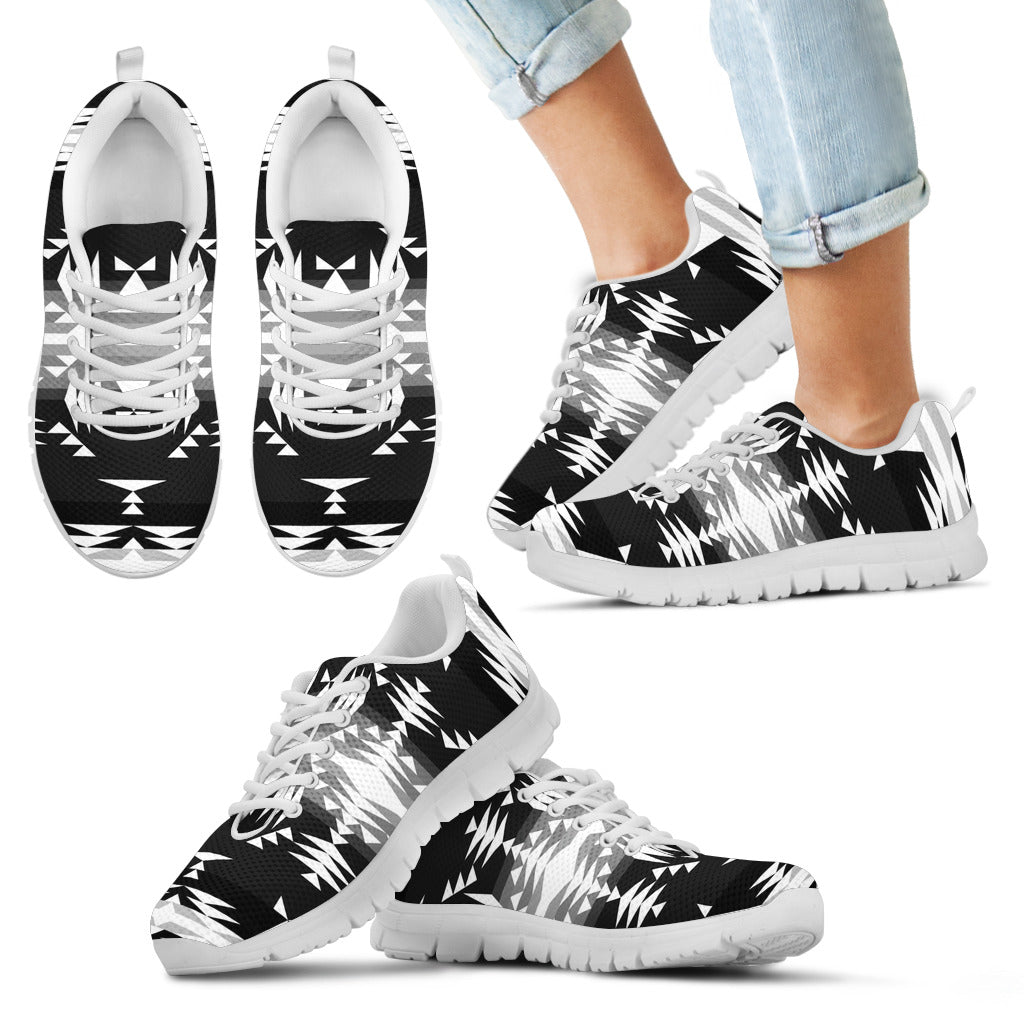 Between the Mountains Black and White Sopo Sneakers
